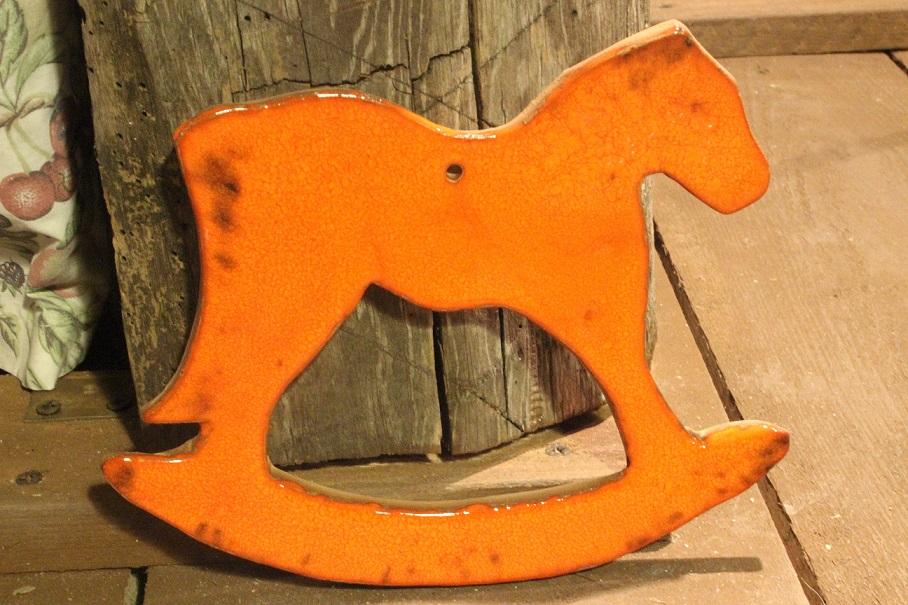 zbychewka-pracownia-ceramiki-pomaranczowy-kon